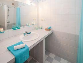bathroom-2094716_1920.jpg